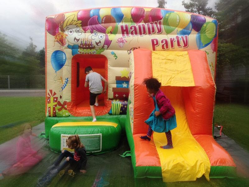 Hüpfburg Happy Party