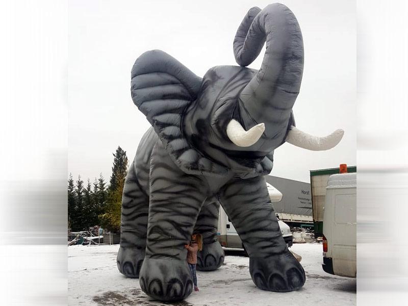 Hüpfburg Elefant